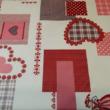 Kép 2/2 - Holiday asztalterítő szívecske mintával, piros