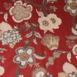 Kép 2/3 - Extra széles pamutvászon, piros virágok 240 cm